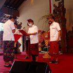74,6 M Tambahan Dana untuk Desa Adat Diserahkan Oleh Gubernur Bali